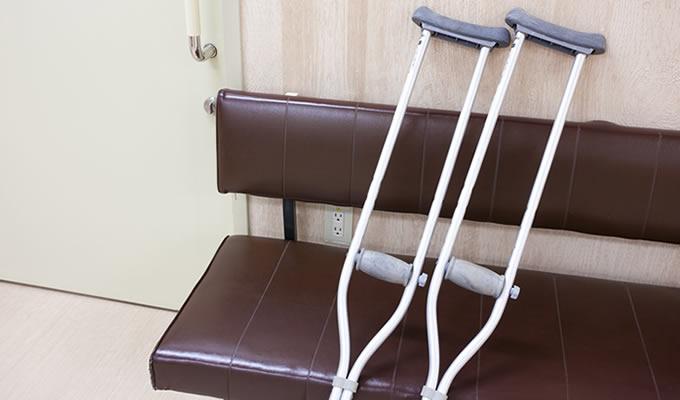 病院に通う被害者のイメージ画像