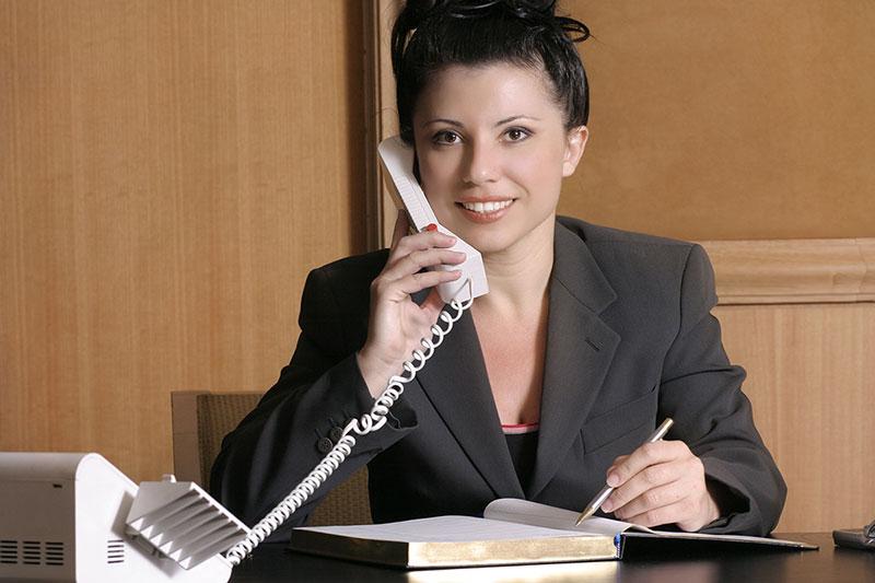 交通事故の示談交渉を聞いている弁護士のイメージ画像