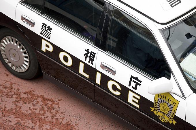 交通事故現場にやってきた警察の写真