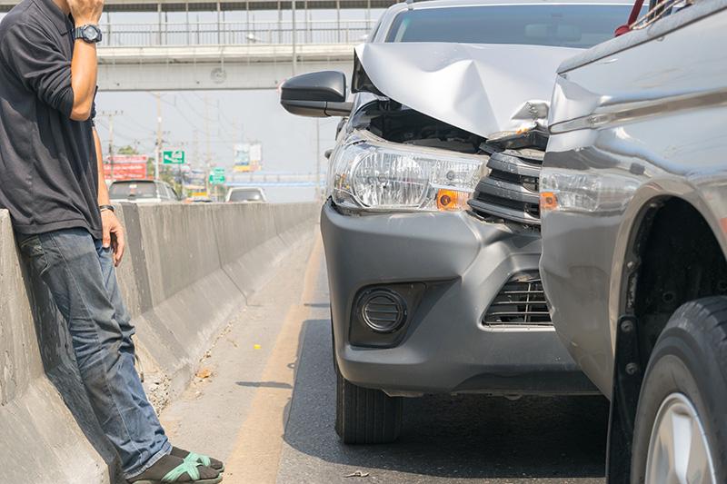 追突事故のイメ―ジ画像