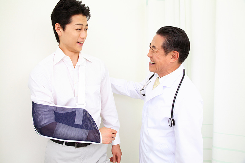 交通事故後通院している被害者と主治医のイメージ画像