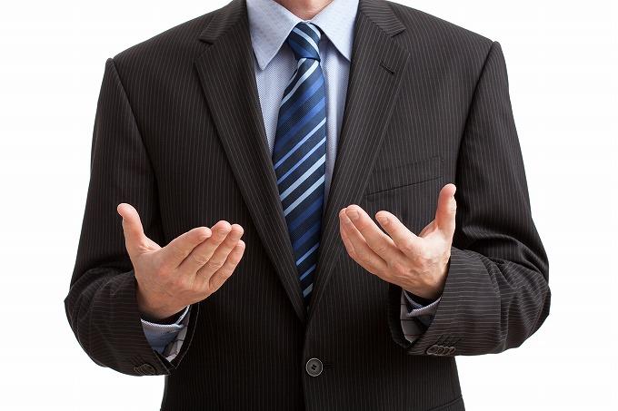 交通事故後の示談交渉をしている人の身振り手振りのイメージ画像
