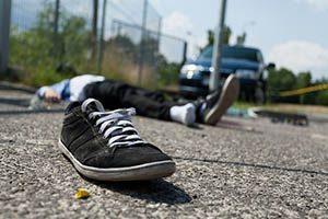 交通事故ではねられた被害者と加害者の車の画像