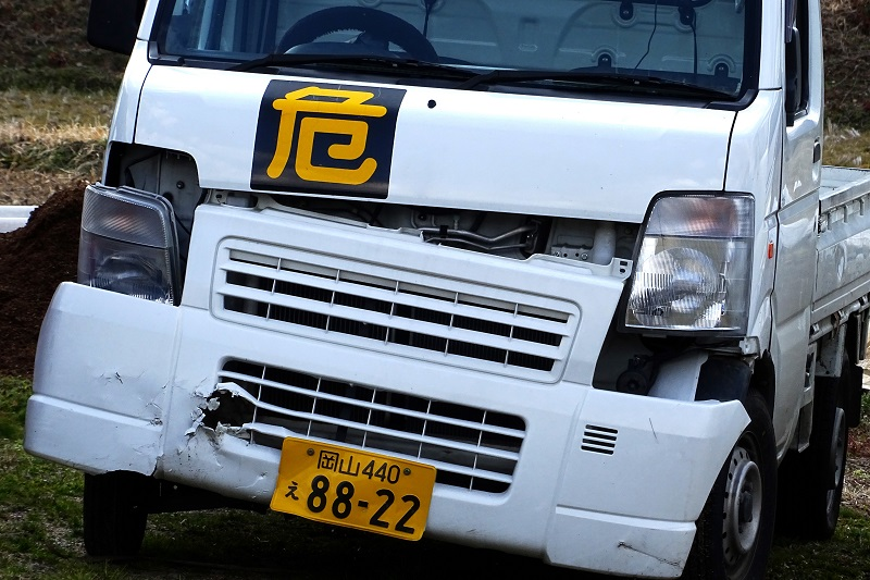 事故直後の軽トラックのイメージ画像