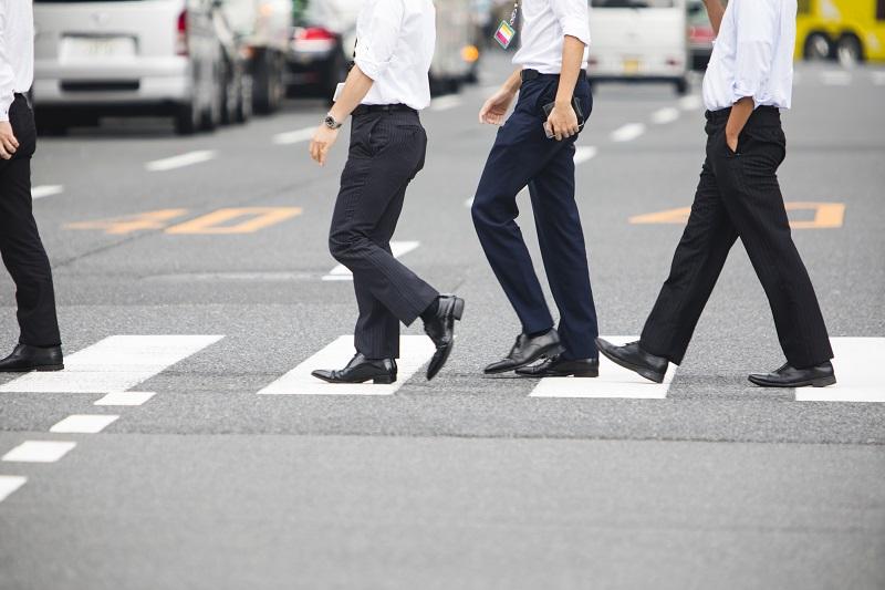 横断歩道を歩く被害者のイメージ画像