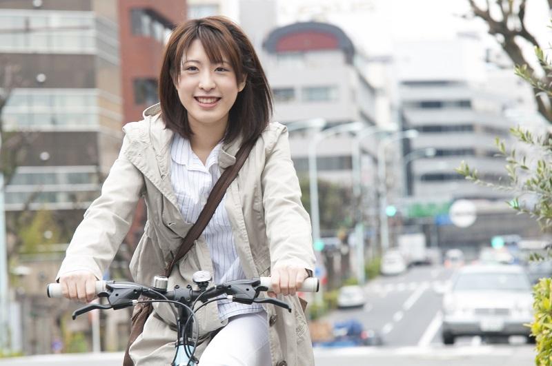自転車に乗る被害者のイメージ画像