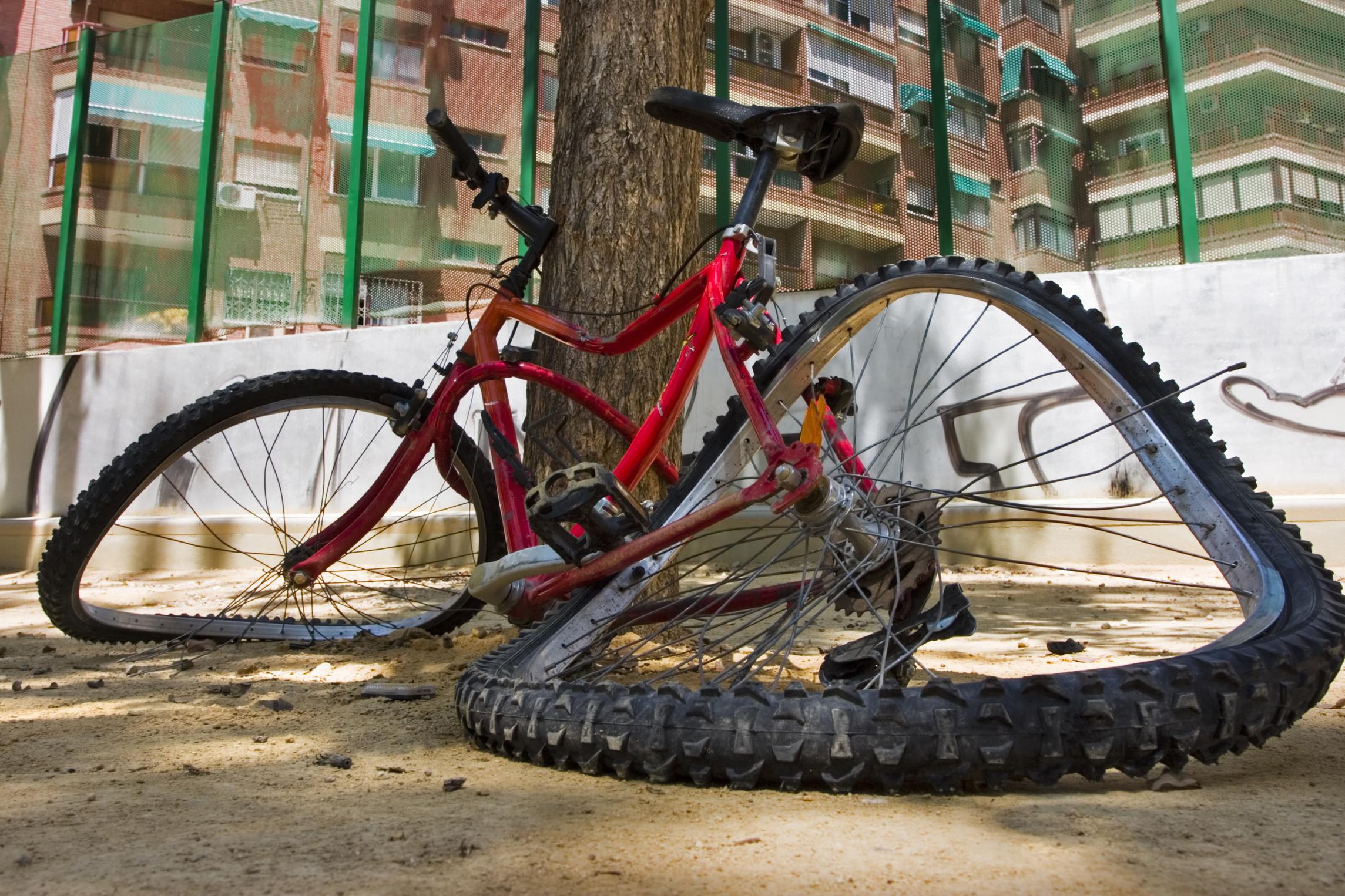 壊れた自転車のイメージ画像