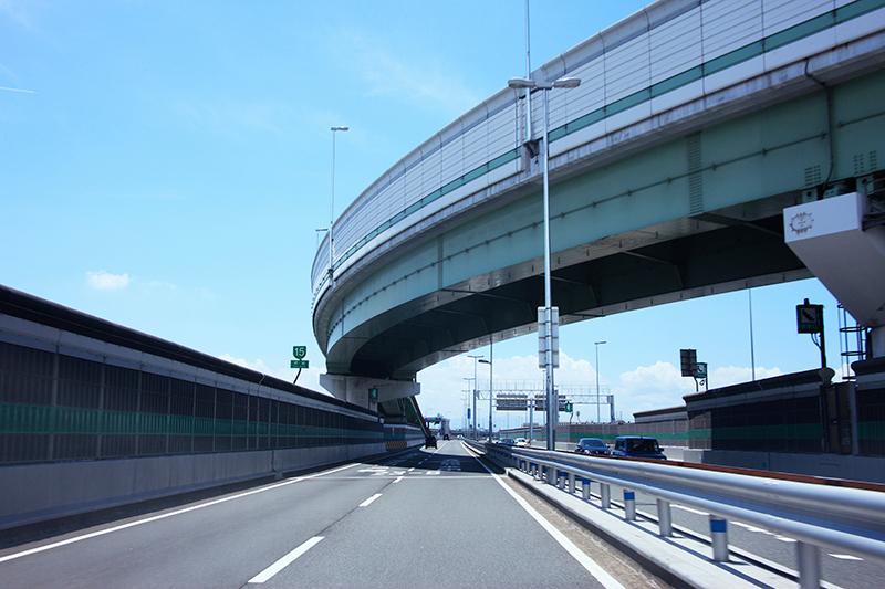 被害者が事故に遭った高速道路のイメージ画像