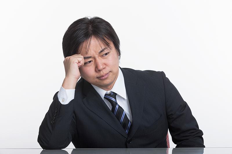 保険会社の対応にショックを受ける被害者のイメージ画像