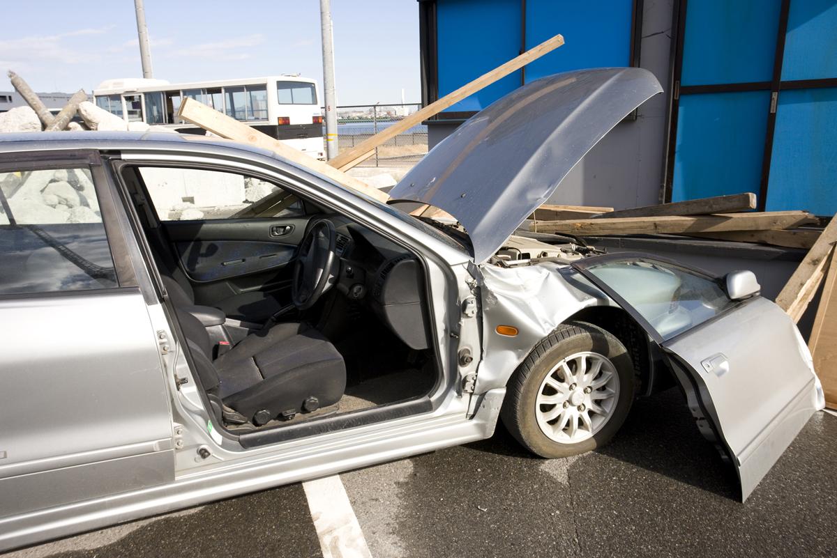 事故に遭った車のイメージ画像