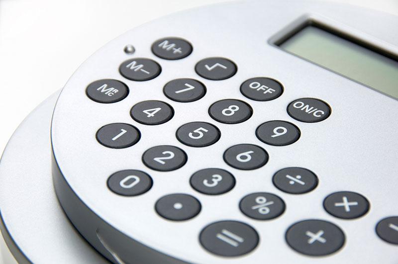 弁護士特約を使って費用を抑えた金額の電卓のイメージ画像