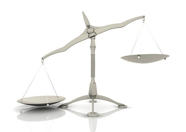 弁護士をイメージする天秤の画像