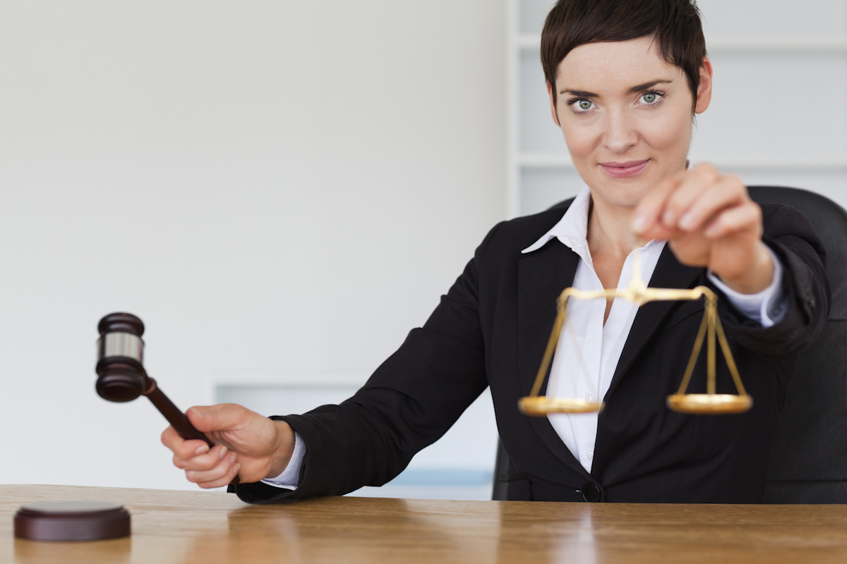 弁護士と裁判のイメージ画像