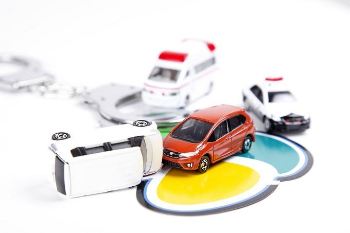 交通事故を起こした車のイメージ画像