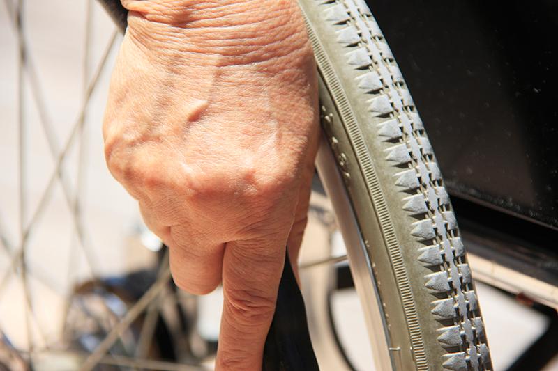 交通事故に遭って怪我を負った被害者のイメージ画像